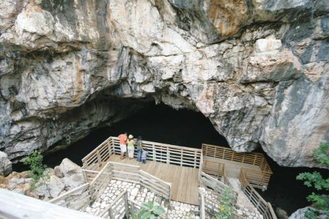 UDC Attractions - Two Sisters Caves and Fort Clarence
